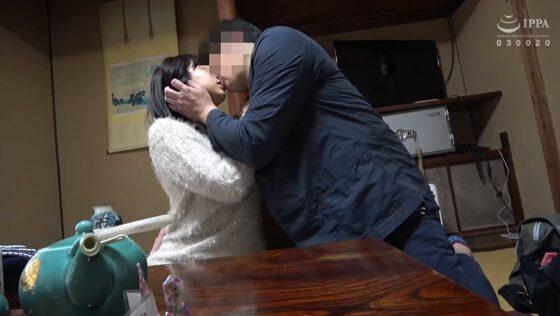 りほが出演した「禁忌 人妻性癖開眼 01 続・人妻湯恋旅行129」のラストシーン