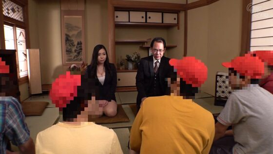 吉根ゆりあが出演した「憧れの爆乳先生と行く!!二泊三日のわくわく温泉修学旅行」の冒頭シーン