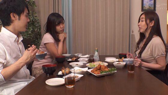 中野七緒が出演した「お義母さん、にょっ女房よりずっといいよ・・・」の冒頭シーン