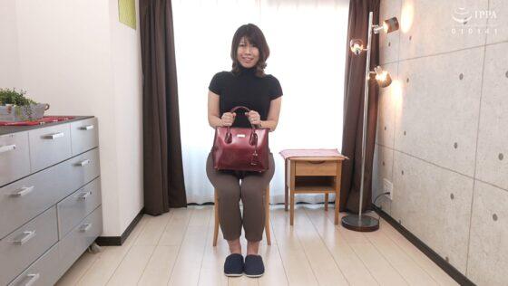 森嶋はるなが出演した「初撮り人妻ドキュメント」の冒頭シーン