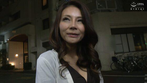 立川杏子が出演した「初撮り人妻、ふたたび。」の冒頭シーン
