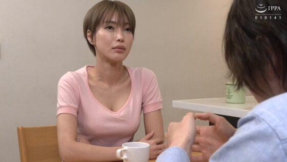 君島みおが出演した「抜かずの六発中出し 近親相姦密着交尾」の冒頭シーン
