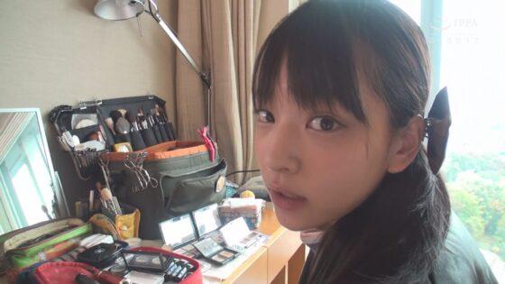 「SNSで募集したガチ素人娘とイチャラブ密着 出張レズ性交スペシャル!!」の冒頭シーン