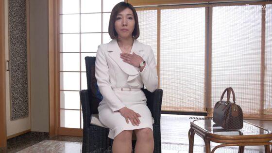 華村千裕が出演した「初撮り人妻ドキュメント」の冒頭シーン