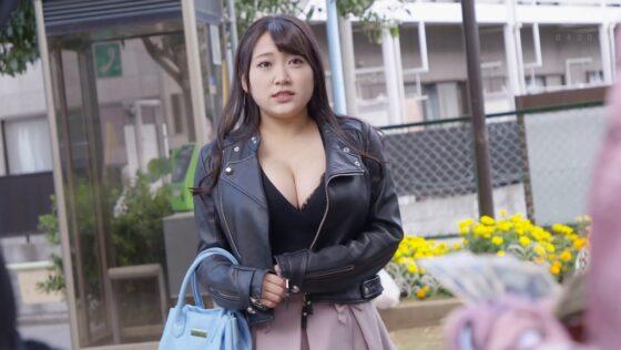姫咲はなが出演した「侵入者~愛する夫がいるのに性犯罪者に何度もイカされ中出しされた爆乳ボイン妻~」の冒頭シーン