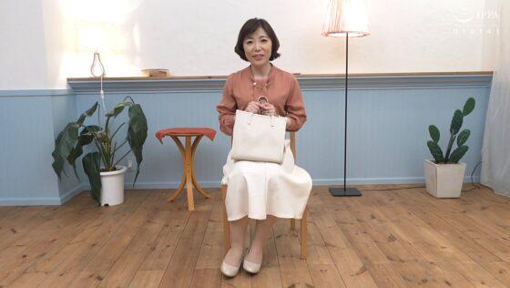 二宮小夜子が出演した「初撮り人妻ドキュメント」の冒頭シーン