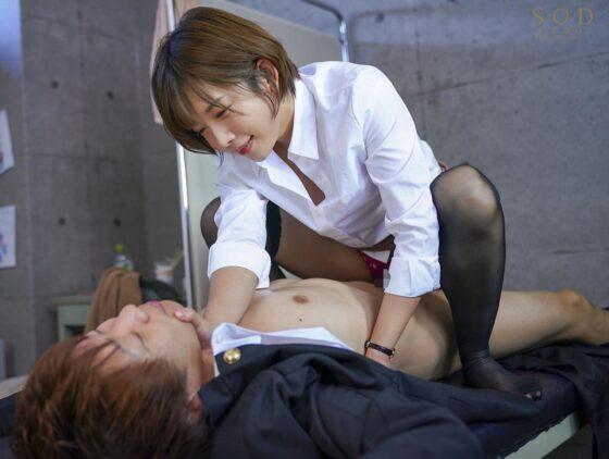 人気AV女優・紗倉まなちゃんが「謝るまで射精させるからな!」で不良男と騎乗位セックスしているエロ画像