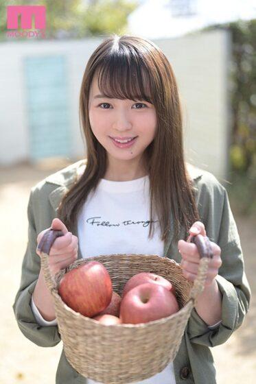 広瀬みつきが出演した「新人東北美少女AVdebut 実家はりんご農園、まだ津軽弁が抜けない上京一年生。 AV男優さん、わ(私)とエッチしてけろ」の冒頭シーン