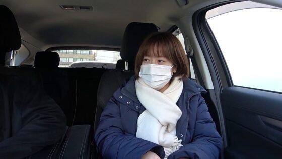「人妻自撮りNTR 寝取られ報告ビデオ 15 人妻・汐里(仮名) 二十七歳、結婚六年目 」の冒頭シーン