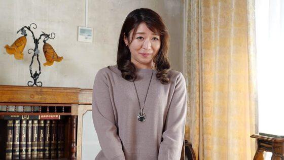 広瀬亜弓が出演した「初撮り人妻ドキュメント」の冒頭シーン