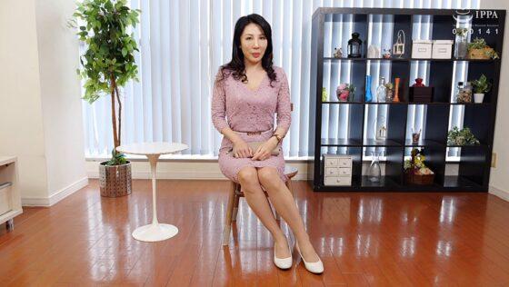 池上冴子が出演した「初撮り五十路妻ドキュメント」の冒頭シーン
