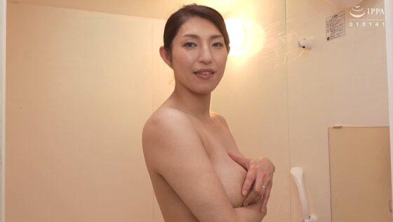 大石紗季が出演した「初撮り人妻ドキュメント」のラストシーン