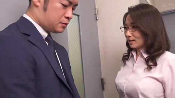 よしい美希が出演した「憧れの女上司と」の冒頭シーン