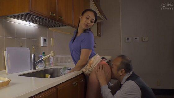 田所百合が出演した「巨尻の誘惑」の冒頭シーン
