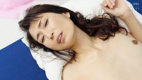 細川早苗が出演した「初撮り五十路妻ドキュメント」のラストシーン
