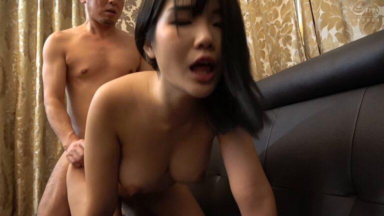 韓国人のチェリンちゃんが後背位でエッチしているエロ画像