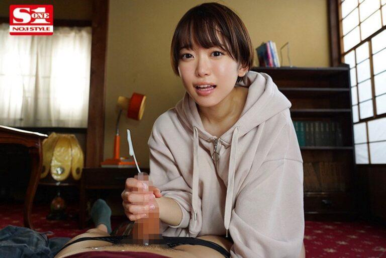 可愛すぎる人気AV女優・架乃ゆらちゃんが手コキをしているエロ画像