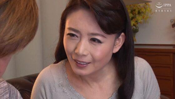 三浦恵理子が出演した「Precious Best 28シーン13中出し25発射 7作品8時間」の冒頭シーン
