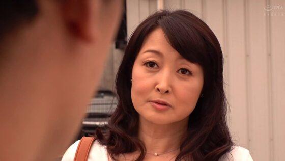 高倉梨奈が出演した「再婚相手より前の年増な女房がやっぱいいや・・・」の冒頭シーン