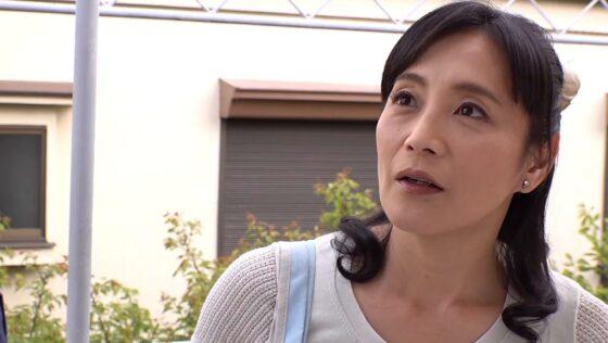 平岡里枝子が出演した「最高のおばさん」の冒頭シーン