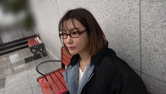 「韓国で見つけた彼女。不思議系で地味な彼女 アラン&ヨルン」の冒頭シーン