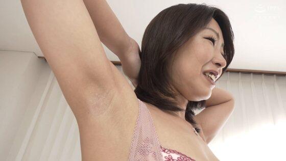 原口夏菜子が出演した「初撮り人妻ドキュメント」の冒頭シーン