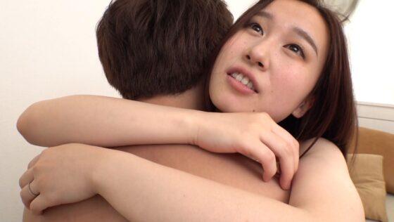 結婚1年目のキレイな女の子ここなちゃんが座位でセックスしているエロ画像