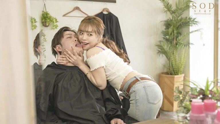 カワエロAV女優・小倉由菜ちゃんが「人気美容師はとんでもなくキス魔」でお客さんとベロチューしているエロ画像