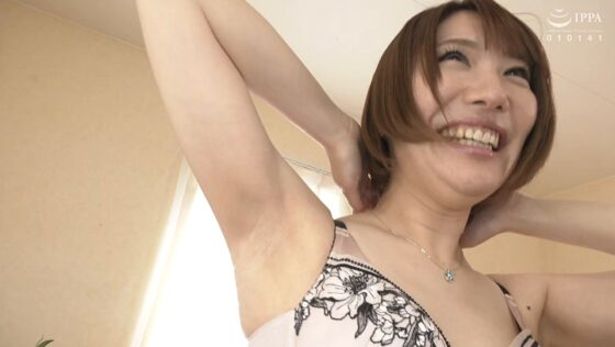 斉藤栞奈が出演した「初撮り人妻ドキュメント」の冒頭シーン