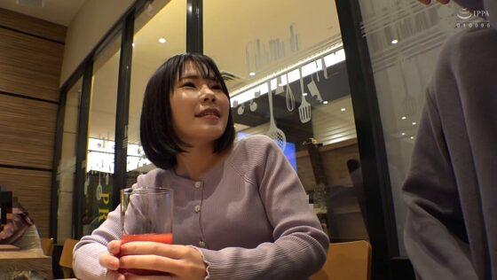 「上京妻と大人のワンナイト @新宿 地方の人妻限定 巨大バスターミナル前で訳アリ人妻をナンパしてみた 14」の冒頭シーン