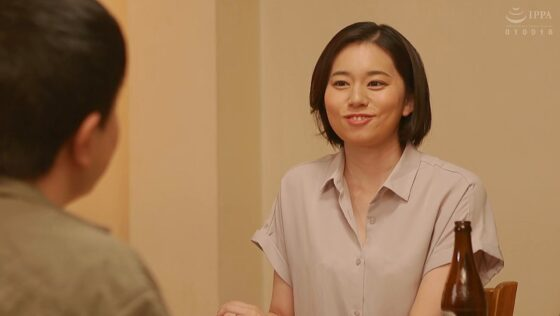 平井栞奈が出演した「失職して居候中の義弟から舐め●されて完堕ち 」の冒頭シーン