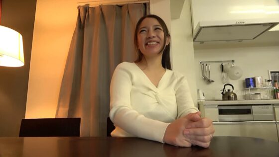織田真子が出演した「【ド爆乳!!Hcup】欲求不満を隠した人妻の理解を超えたエロさ 団地妻」の冒頭シーン