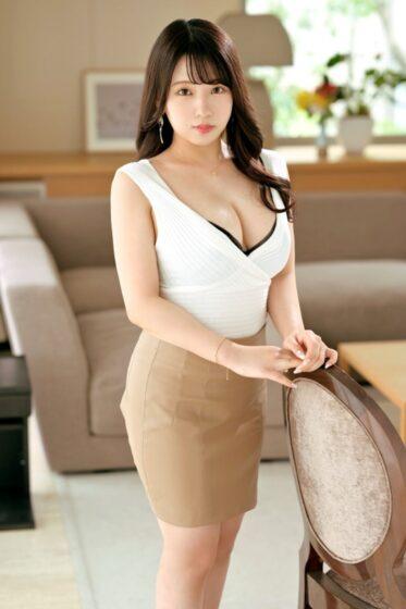 吉村桃子が出演した「ラグジュTV 1445 非日常のセックスに魅了された美人調香師が登場!」の冒頭シーン