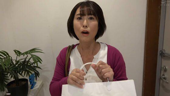 京野美沙が出演した「神戸から上京した嫁の母が・・・関西の巨尻義母」の冒頭シーン