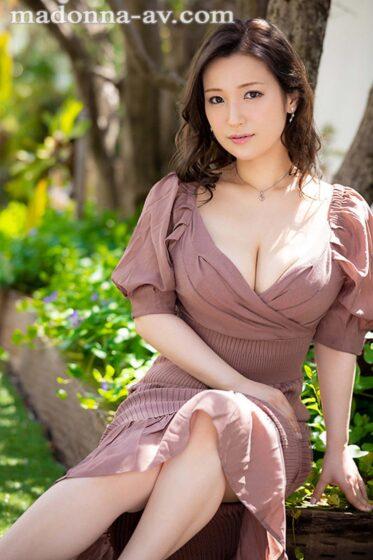 永田莉雨が出演した「こう見えて、●供たちのアイドル。 現役保育士のHカップ人妻 30歳」の冒頭シーン