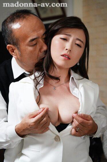 「人妻秘書、汗と接吻に満ちた社長室中出し性交 《超S級専属》王道のミセスが悶える解禁中出し3本番!!」の冒頭シーン