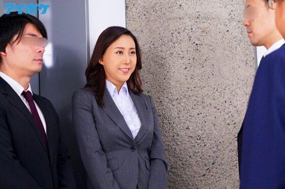 松下紗栄子が出演した「出張先相部屋NTR 絶倫の部下に一晩中何度も中出しされた巨乳女上司」の冒頭シーン