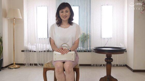 岡崎智江が出演した「初撮り五十路妻ドキュメント」の冒頭シーン