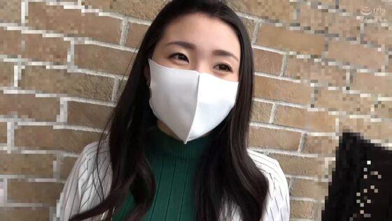 瀬名ひかりが出演した「中出し人妻不倫旅行」の冒頭シーン