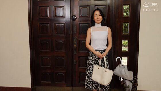 瀬尾礼子が出演した「初撮り五十路妻、ふたたび。」の冒頭シーン