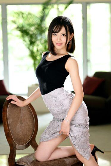 近藤京香が出演した「ラグジュTV 1450 まるでモデルのような美人ブロガーが緊急AV出演!」の冒頭シーン