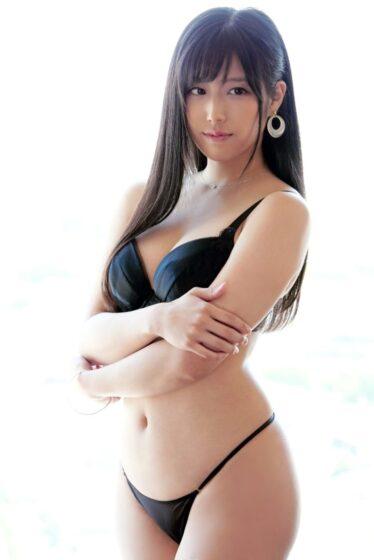高村さんが出演した「ラグジュTV 1461 あの美人ヨガインストラクターが再登場!」の冒頭シーン