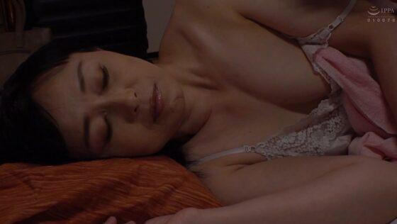 有森なお美が出演した「母姦中出し 息子に初めて中出しされた母」の冒頭シーン